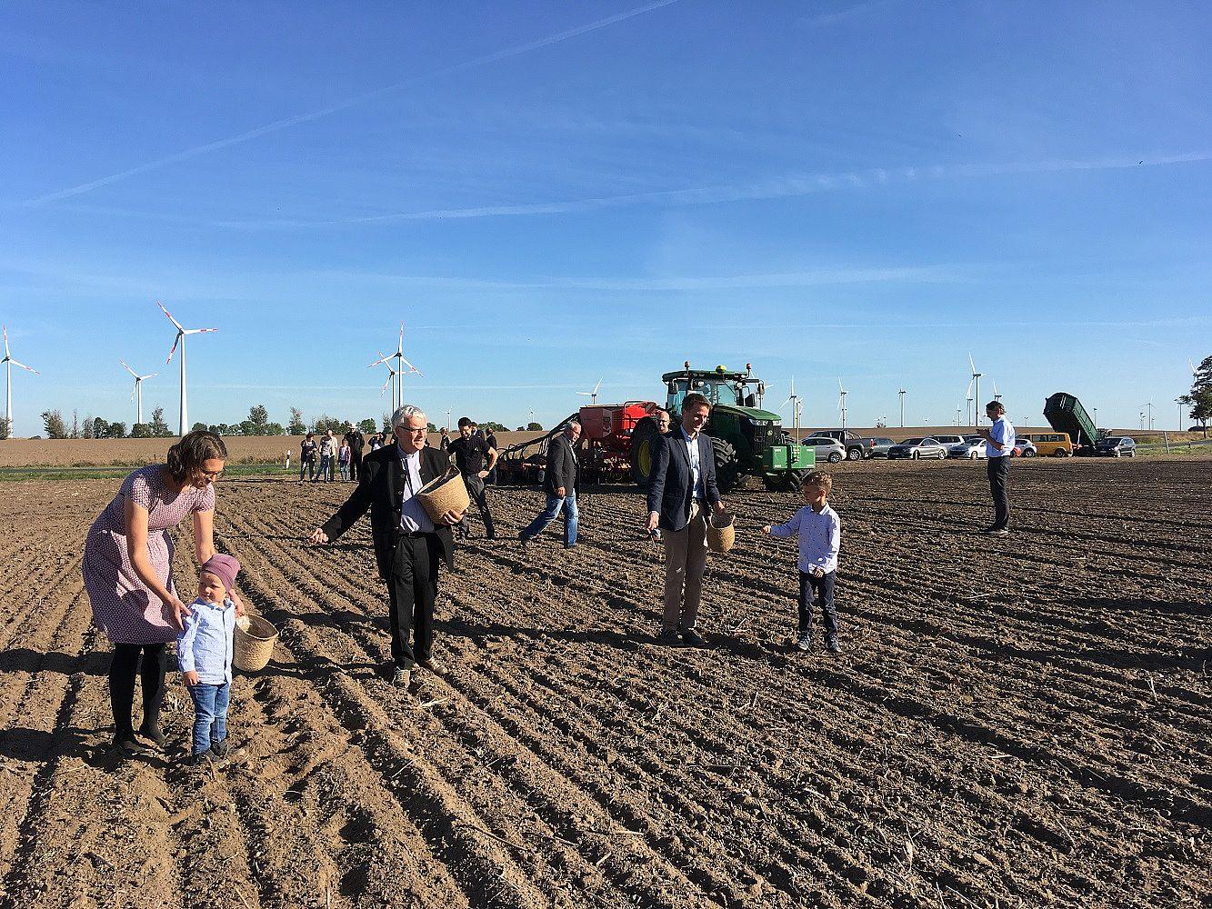 Aussaat – Erzbischof Koch im Gespräch mit der Landwirtschaft