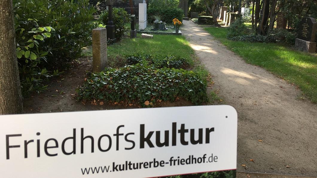 Bischöfe und Kulturverantwortliche betonen gesellschaftliche Bedeutung der Friedhofskultur