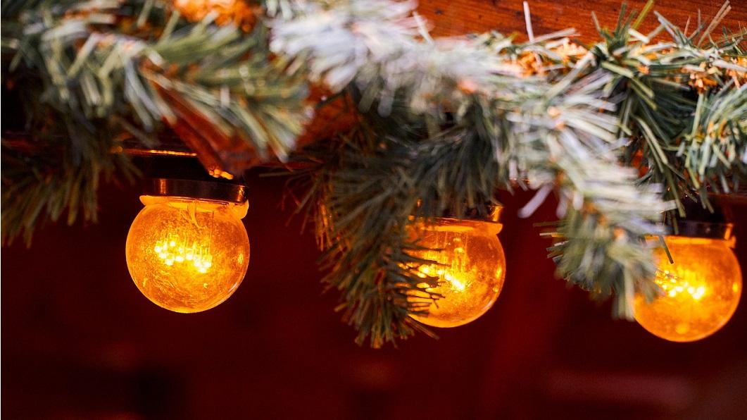 """""""Auch wenn vieles anders wird, die Hoffnung bleibt""""<span>Kirchen und Handelsverband schalten die Weihnachtsbeleuchtung ein<span\>"""